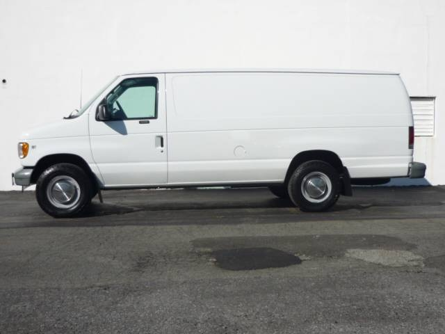 2002 Ford E-Series Van E350 Super Duty Extended Van 3-Door Van